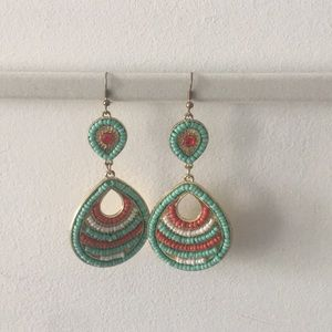 Jewelry - Boutique dangle earrings